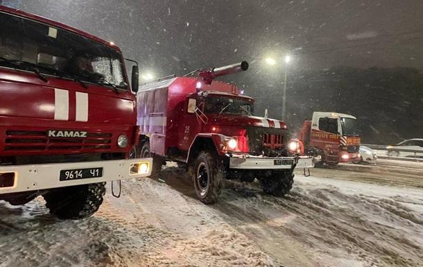 Регіони України страждають через снігопади