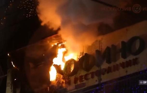 В Днепре горел ТРЦ в центре города