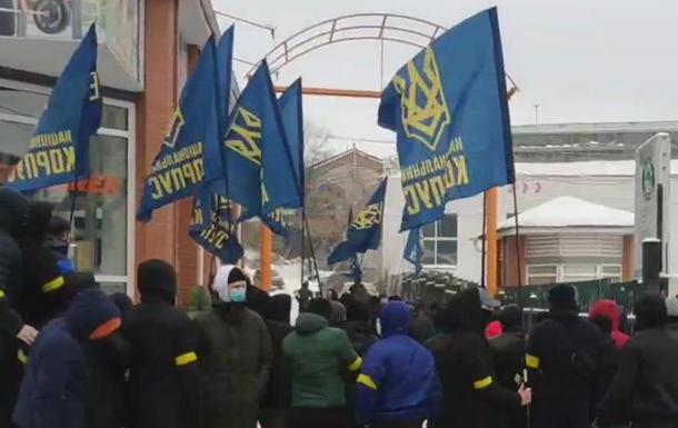 У Києві Нацкорпус заблокував  тітушок Ківи