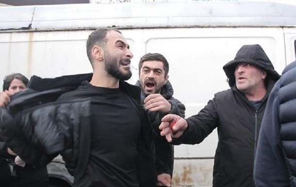 В Одессе напали на журналистов из-за сюжета о торговле сигаретами