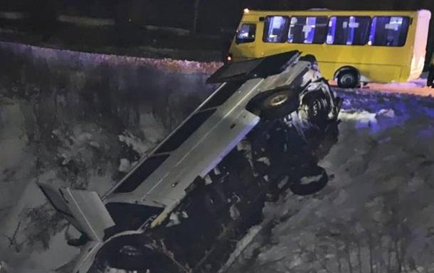 В Борисполе перевернулся микроавтобус, есть пострадавшие