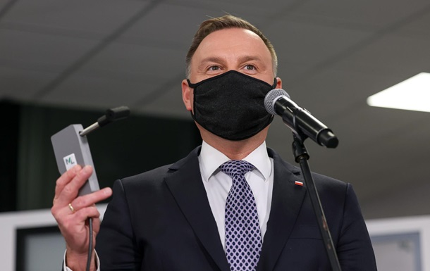 У Польщі винайшли прилад, що миттєво виявляє COVID у диханні людини