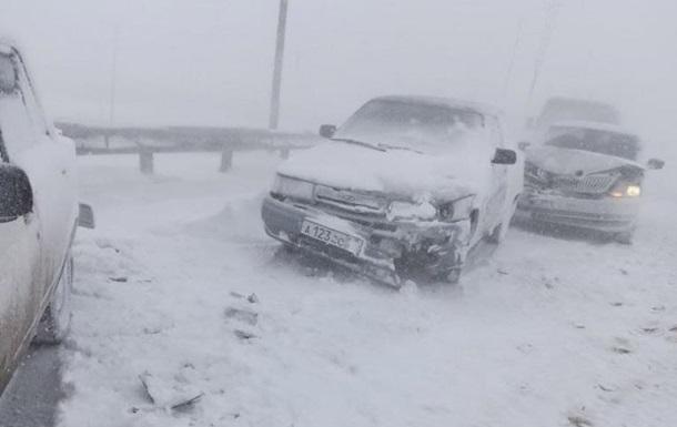 У Криму зіткнулися 32 автомобілі