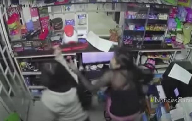 У Колумбії 14-річна дівчинка з мачете відбилася від трьох грабіжників