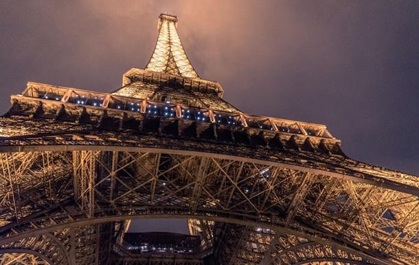 Ейфелева вежа в Парижі змінить свій колір