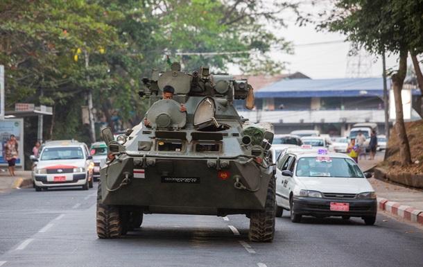 Протести у М янмі: в найбільше місто країни увійшли танки