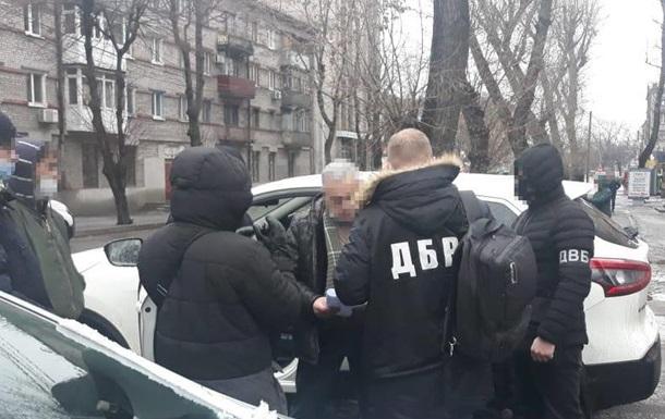У Кам янському співробітницю поліції та адвоката затримали на хабарі $5500