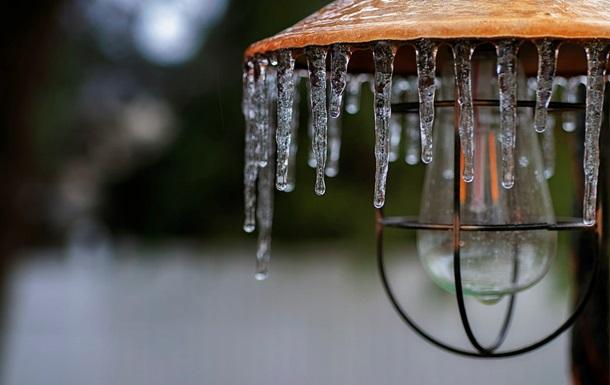 В Киеве за день составили до 50 протоколов за неубранные сосульки и снег