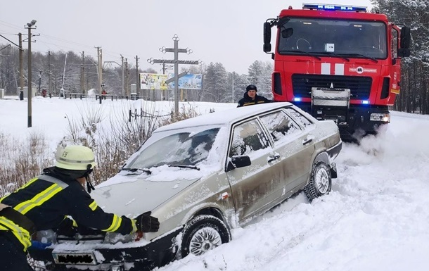 В трех областях Украины ограничено движение из-за непогоды