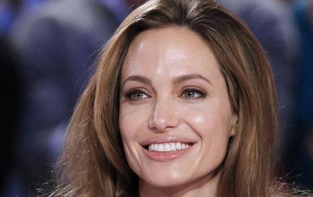 Анджелина Джоли очаровала ярким архивным фото