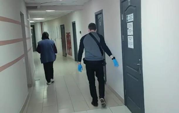 У журналістів в Білорусі тривають масові обшуки