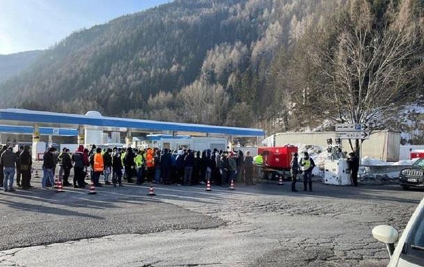 Новые правила въезда: на границе Италии и Австрии 40-километровая очередь