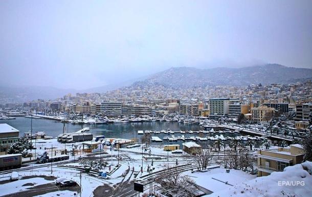 В Афінах снігопад завадив вакцинації від COVID-19