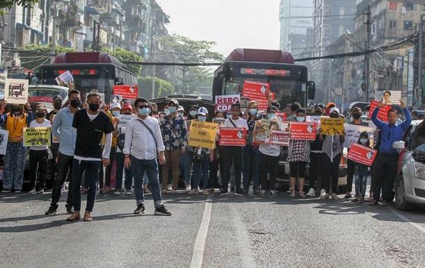 У М янмі пройшли наймасовіші протести проти хунти