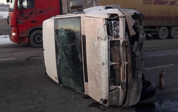 Під Харковом 10 людей постраждали у ДТП з маршруткою