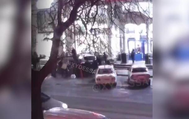 В Одессе авто полиции сбило женщину на тротуаре