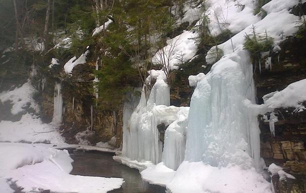 У нацпарку Сколівські Бескиди замерзли водоспади