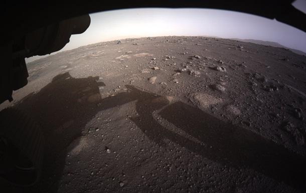 Апарат Perseverance показав кольорові фото з Марса