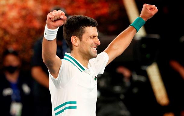 Джокович стал чемпионом Australian Open, обыграв в финале Медведева