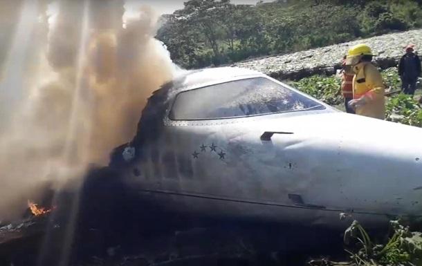 В Мексике разбился военный самолет, есть жертвы