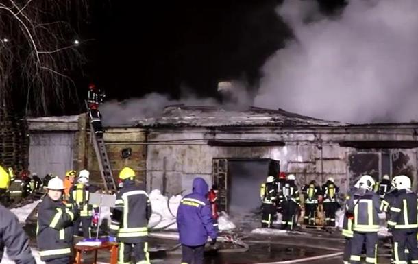 В Киеве на Подоле ночью горел склад