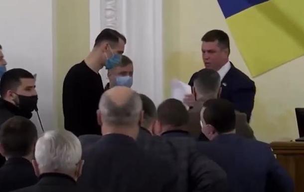 В Харькове с трибуны прогнали депутата