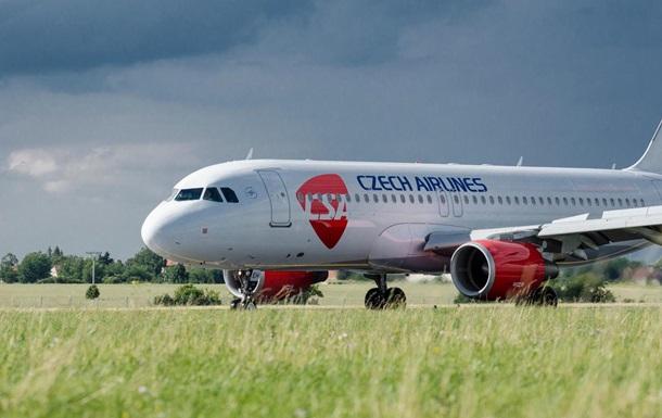 Чеські авіалінії звільняють всіх співробітників
