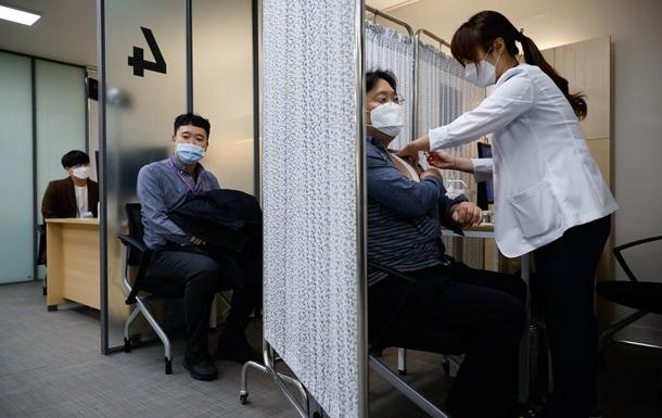 Південна Корея починає вакцинацію. Чому зволікали