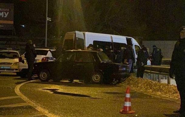 Под офисом ОПЗЖ задержали автобус охранной фирмы