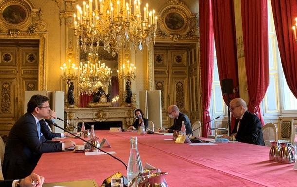 Кулеба проводит встречу с главой МИД Франции