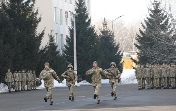 Украинским военным разрешили поднимать ногу ниже во время строевого шага