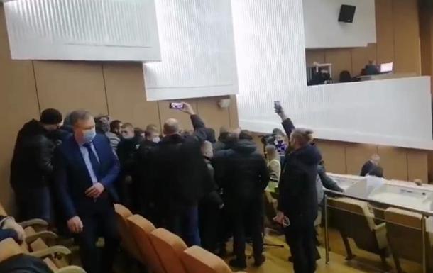 На сессии Сумского облсовета произошла драка