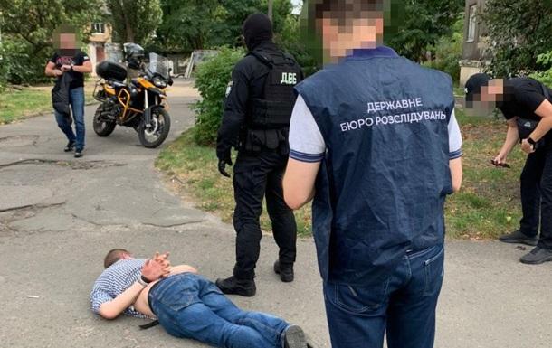 У Києві поліцейський збував наркотики - ДБР