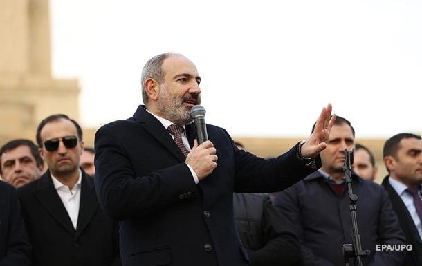 Прем єр Вірменії повторно просить звільнити начальника Генштабу