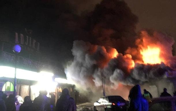 На столичній Оболоні сталася велика пожежа на ринку