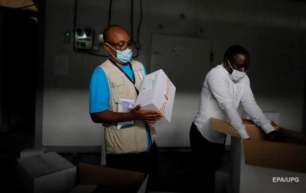 Президент Гани першим у світі отримав COVID-щеплення в рамках COVAX