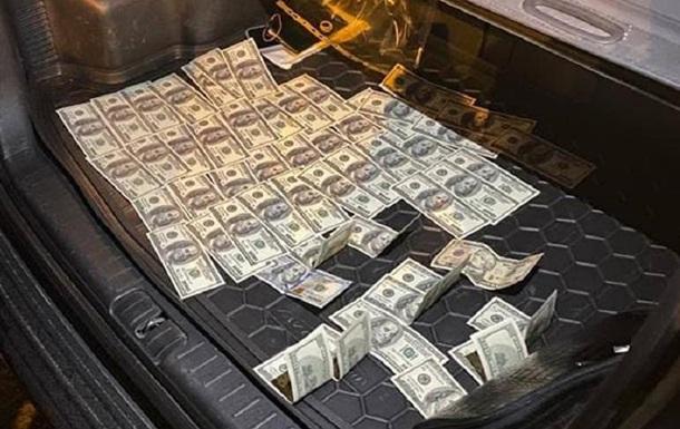 В Киеве чиновники вымогали $8 тысяч взятки