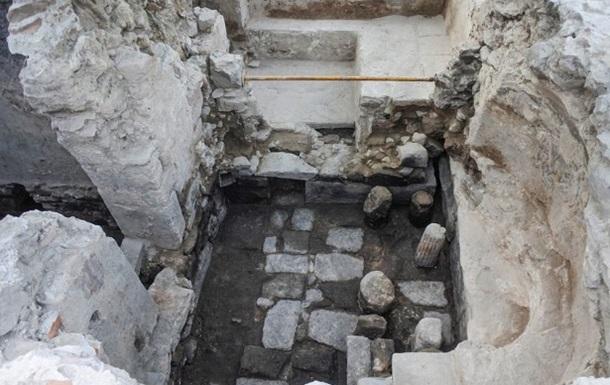 На острові Лесбос знайдені стародавні мармурові руїни