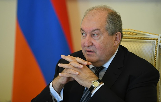 Президент Армении повторно отказался увольнять главу Генштаба