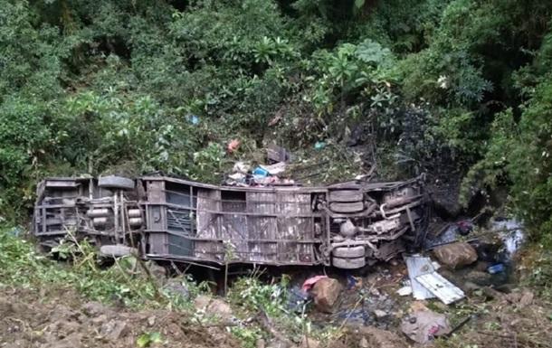 У Болівії чоловік, який вижив в авіакатастрофі, уцілів у смертельній ДТП
