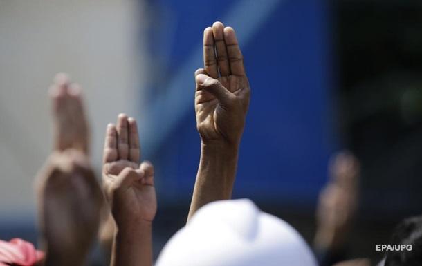 Пандемія послабила демократію і свободу у світі - звіт