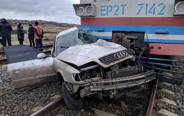 У Донецькій області потяг протаранив авто