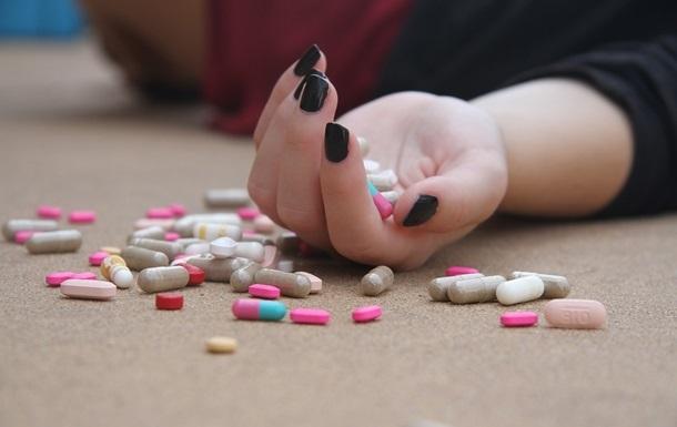 На Прикарпатті дві школярки отруїлися таблетками