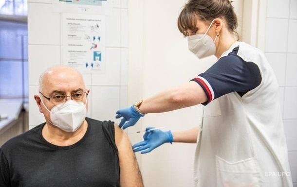 Вакцинація в Іспанії знизила кількість заражень у будинках для людей похилого віку