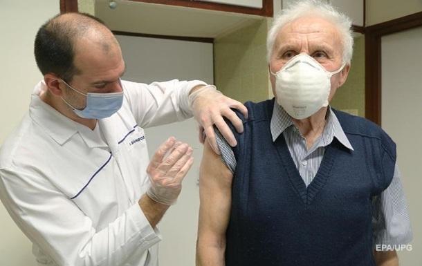 У черзі на вакцинацію стоять 100 тисяч українців