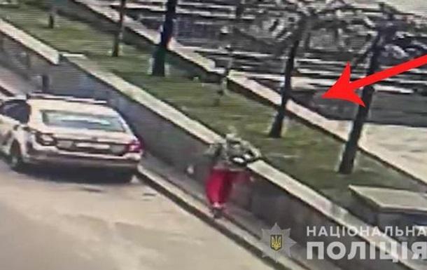В Киеве копу ударили в лицо тарелкой со сливками