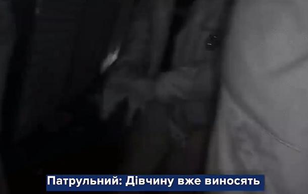 Патрульні Києва врятували людей з палаючого гаража