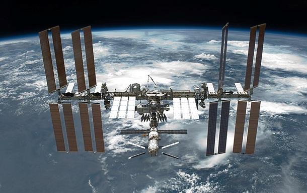 Тріщину на МКС покрили герметиком