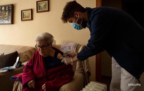 Вакцина AstraZeneca підходить старшим за 60 років людям - Ляшко