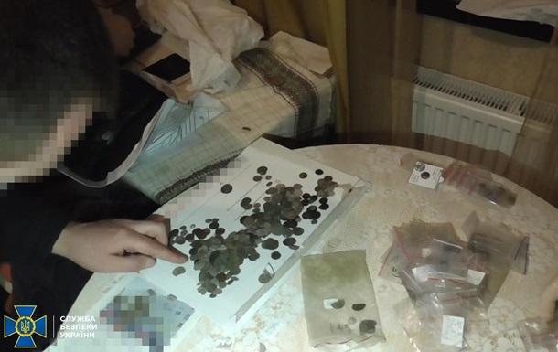 Из Украины пытались вывезти старинные монеты на миллион
